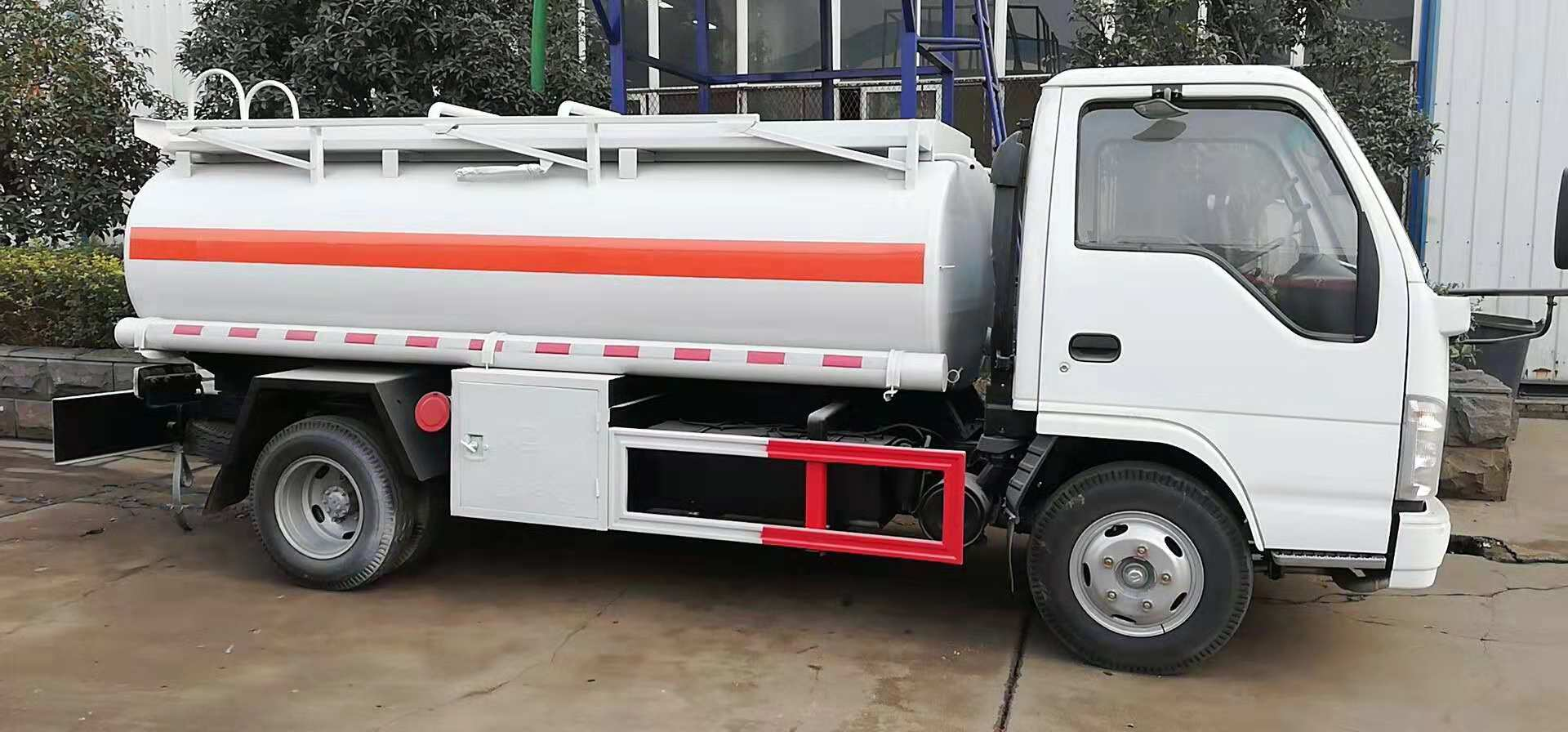 Japan Brand New Small 5000liters Fuel Refueling Tanker Truck